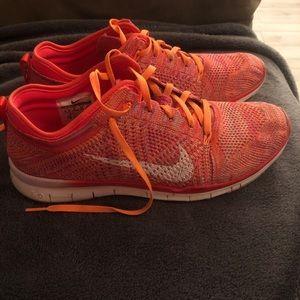 Nike Shoes - Women's Nike tennis shoes